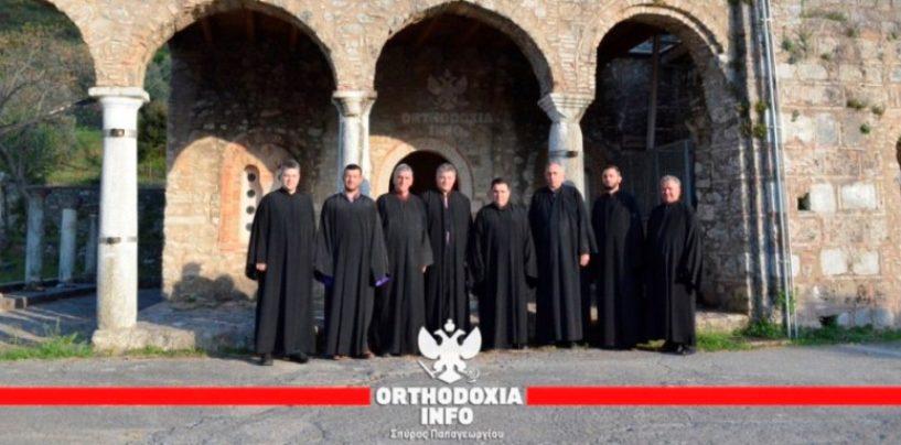 Αναστάσιμοι ύμνοι στον βυζαντινό ναό των Αγίων Αποστόλων στο Λεοντάρι